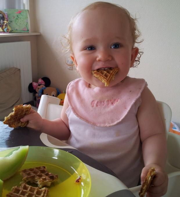 Grete-Johanne spiser vafler